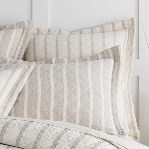 Wainscott Natural Reversible Bedding by Pine Cone