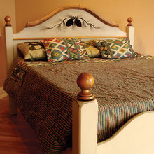 Pinecone Tavern Bed