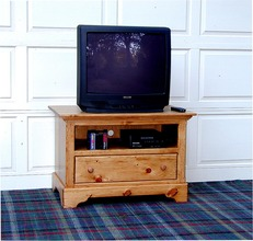Southern Pine Media Base with One Drawer