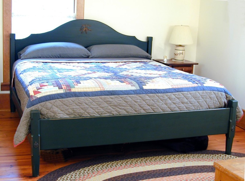 Sputhern Pine Lodge Bed w/ Hardcarved Pine Cones
