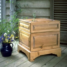 More about the 'Southern Pine Coachman's Chest' product