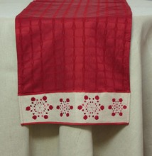 More about the 'Snowflake Table Runner Red/Beige' product