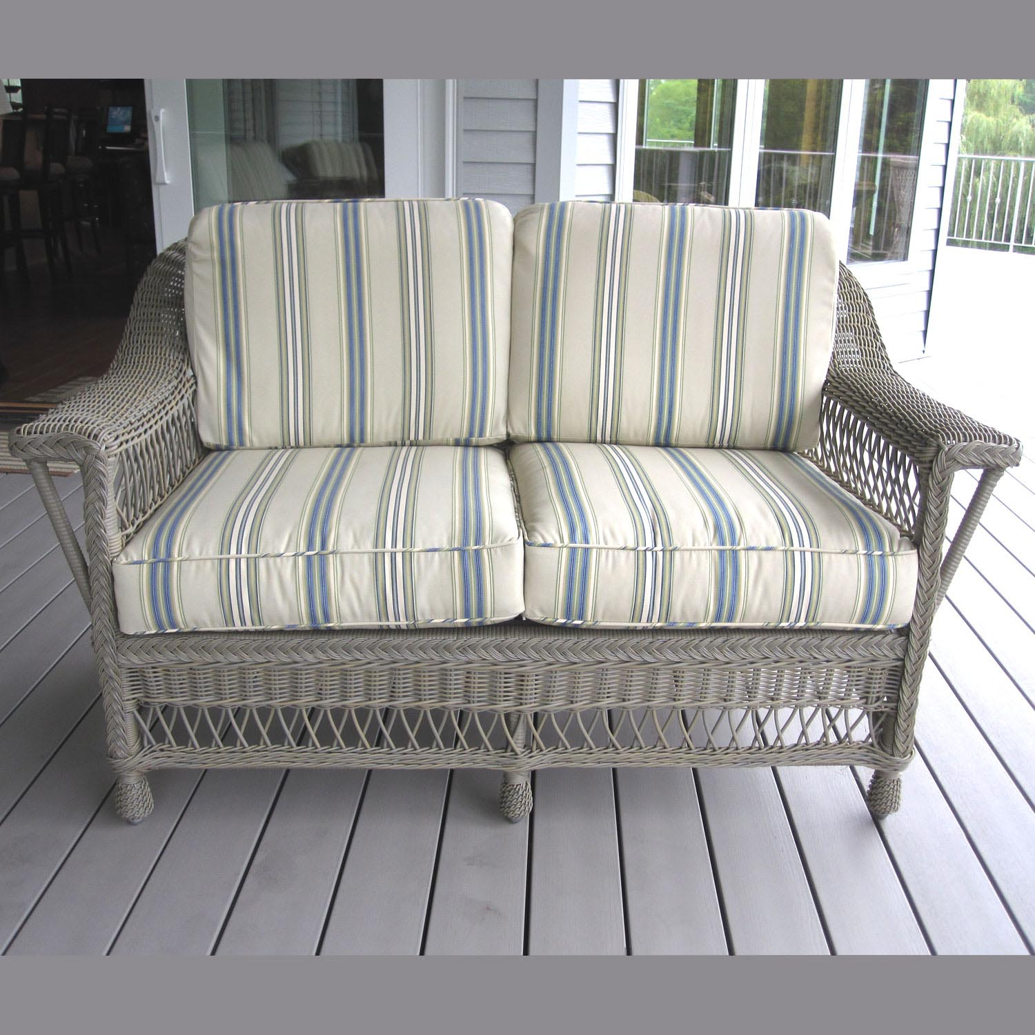 Lovely Bar Harbor Outdoor Wicker Loveseat