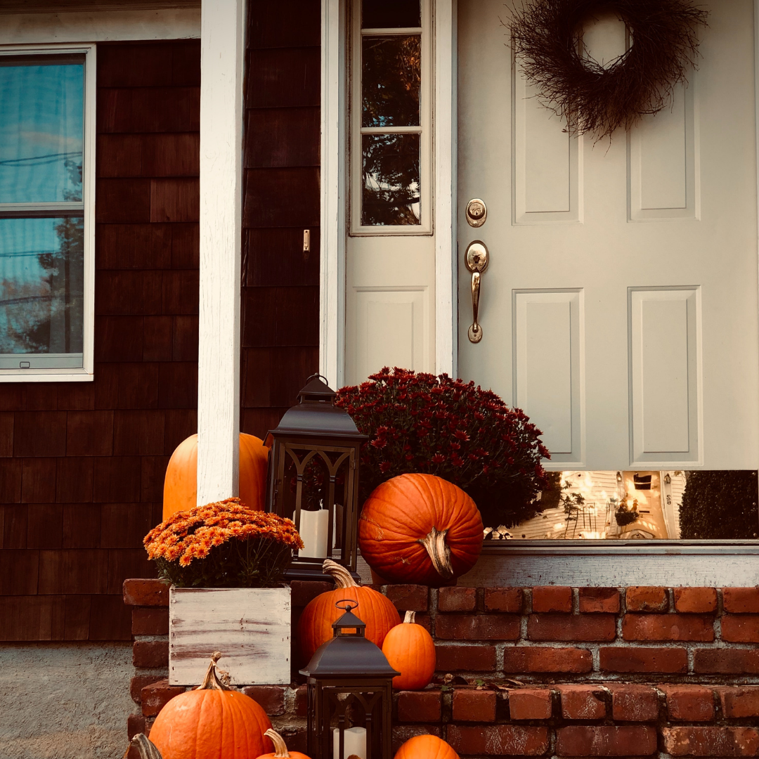 Fall decorations for the front porch